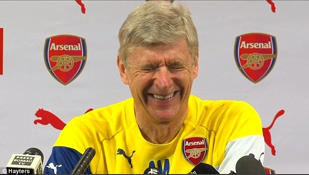 Arsene Wenger laughs at funny press questio