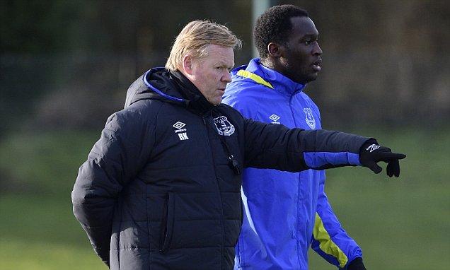 Romelu Lukaku (R) and Ronald Koeman during the Everton FC training