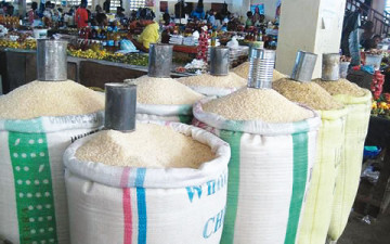 Bags-of-rice-in-a-market