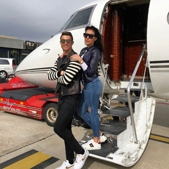 Cristiano Ronaldo Engages Girlfriend With 615 000 Ring City People Magazine