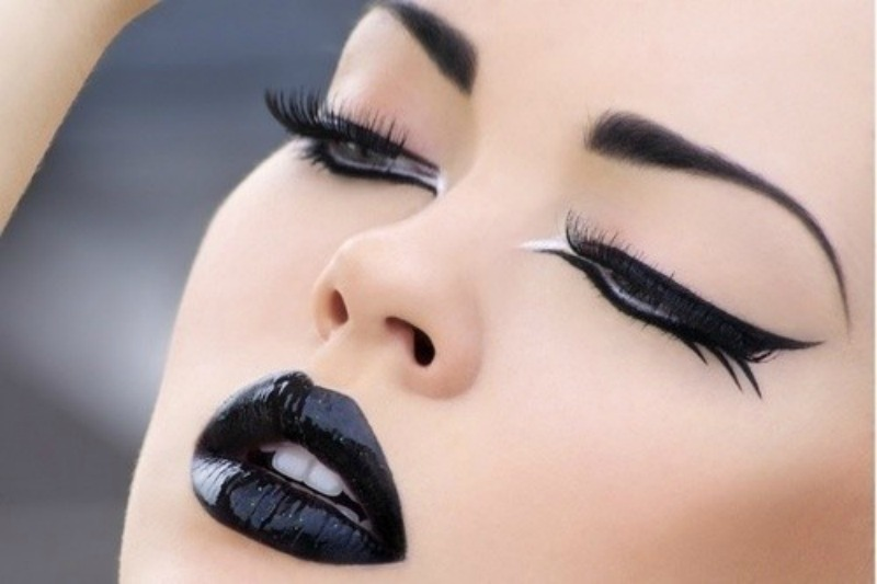 Dark lips are mostly caused by dehydration, smoking, overexposure to the sun and other unwholesome lifestyle habits. You may even notice dark spots on your ...