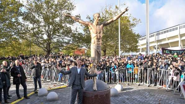 Zlatan Ibrahimovic, Statue,